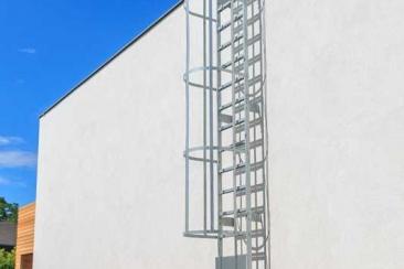 Leiter mit Rückenschutzkorb (Stahl – verzinkt)