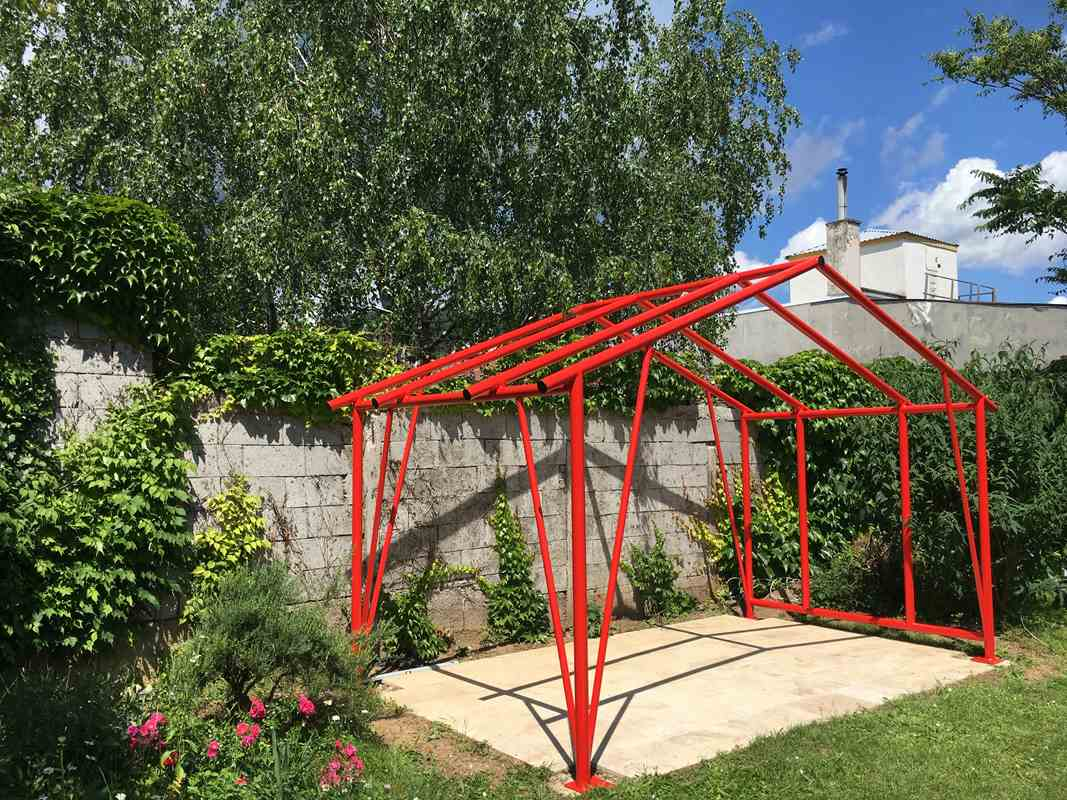 Stahl-Unterkonstruktion für eine Gartenhütte