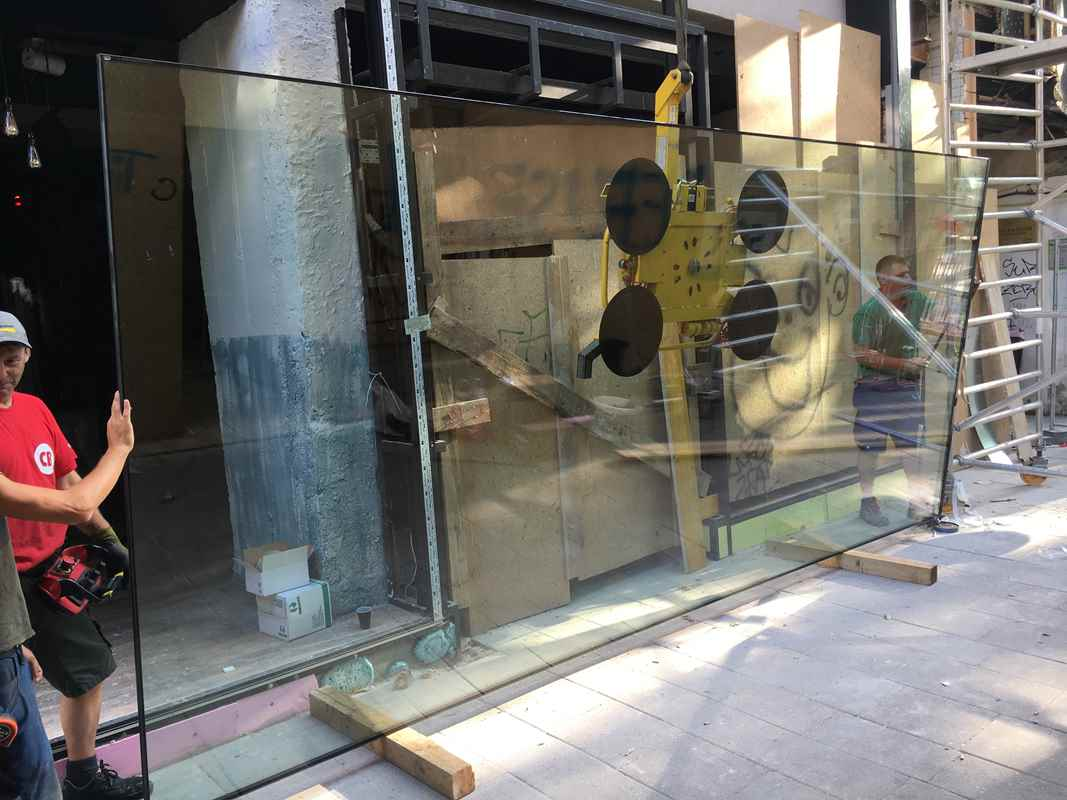 Isoverglasung und verglastes Vordach