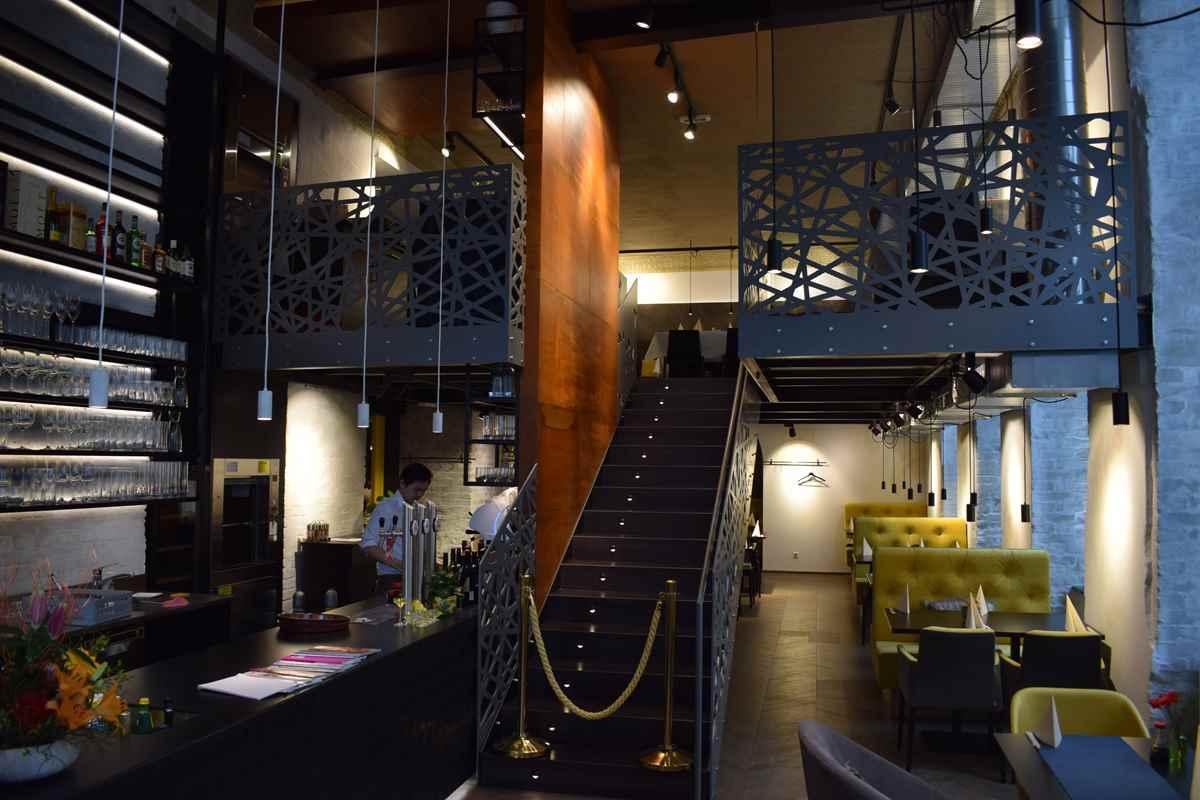 Stahltreppe mit Holzbelag - Pulverbeschichtet